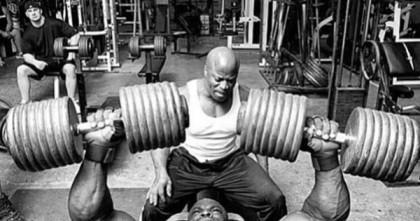 heavy-weight-bodybulding-pecs